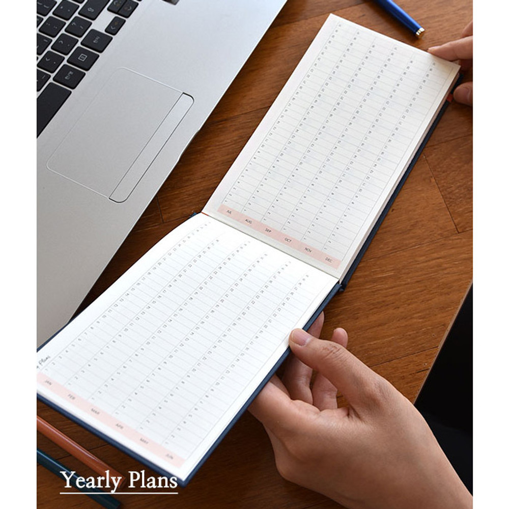 Yearly plan - Days desk hardcover undated weekly planner