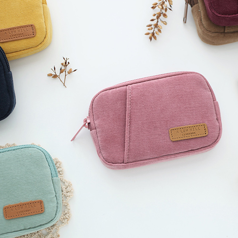 A low hill winter corduroy pocket card case