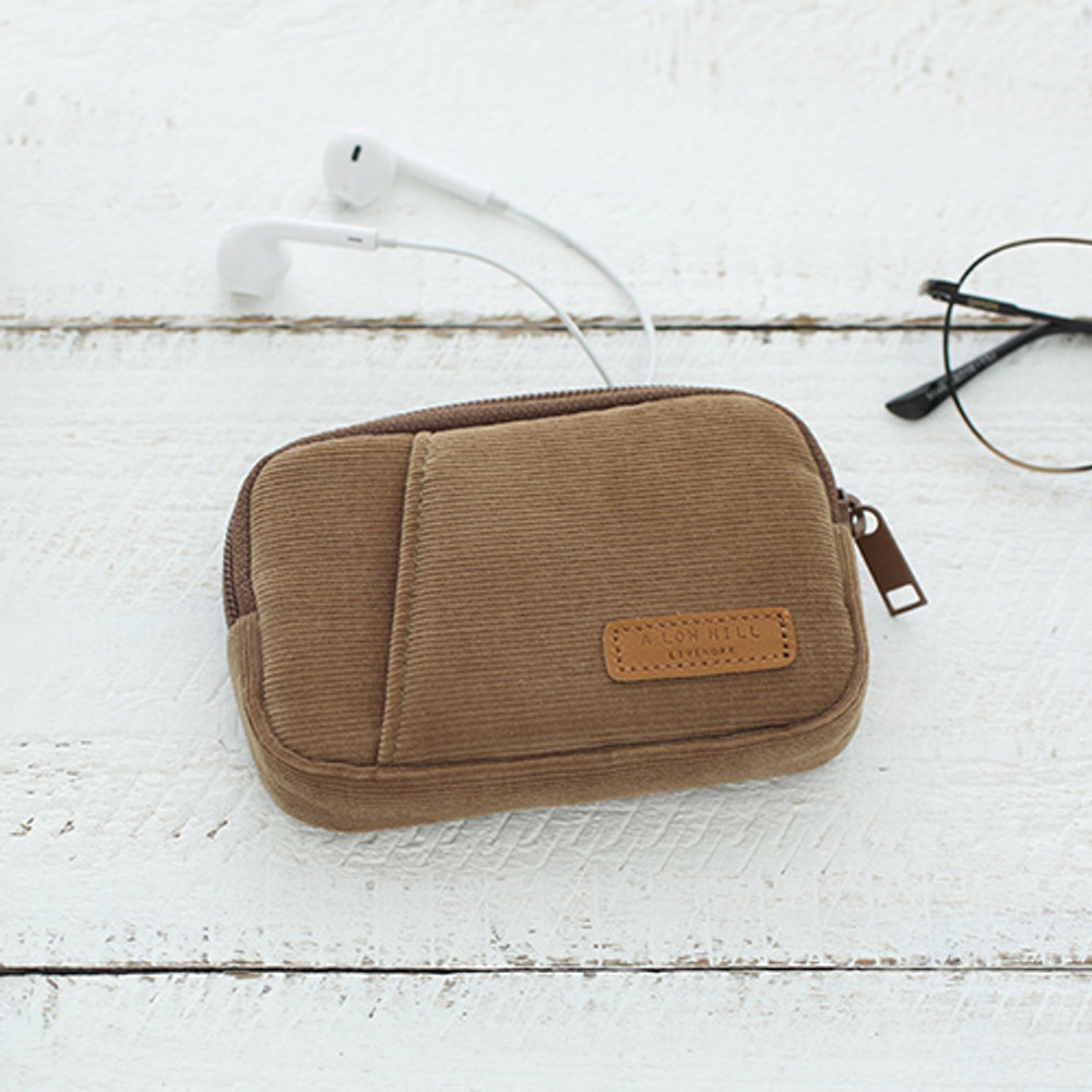 Cappuccino - A low hill winter corduroy pocket card case