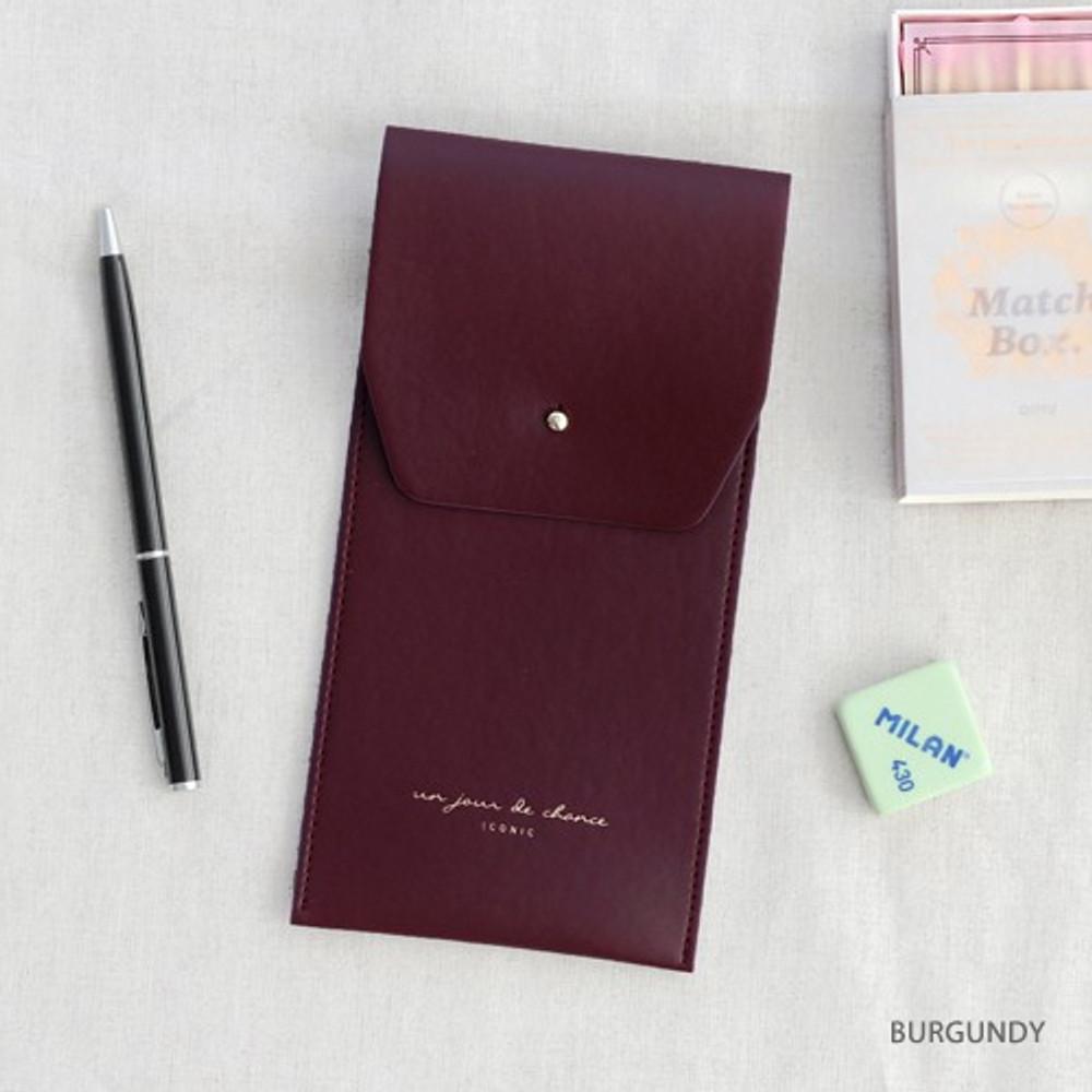 Burgundy -  Un jour de chance pocket pencil case