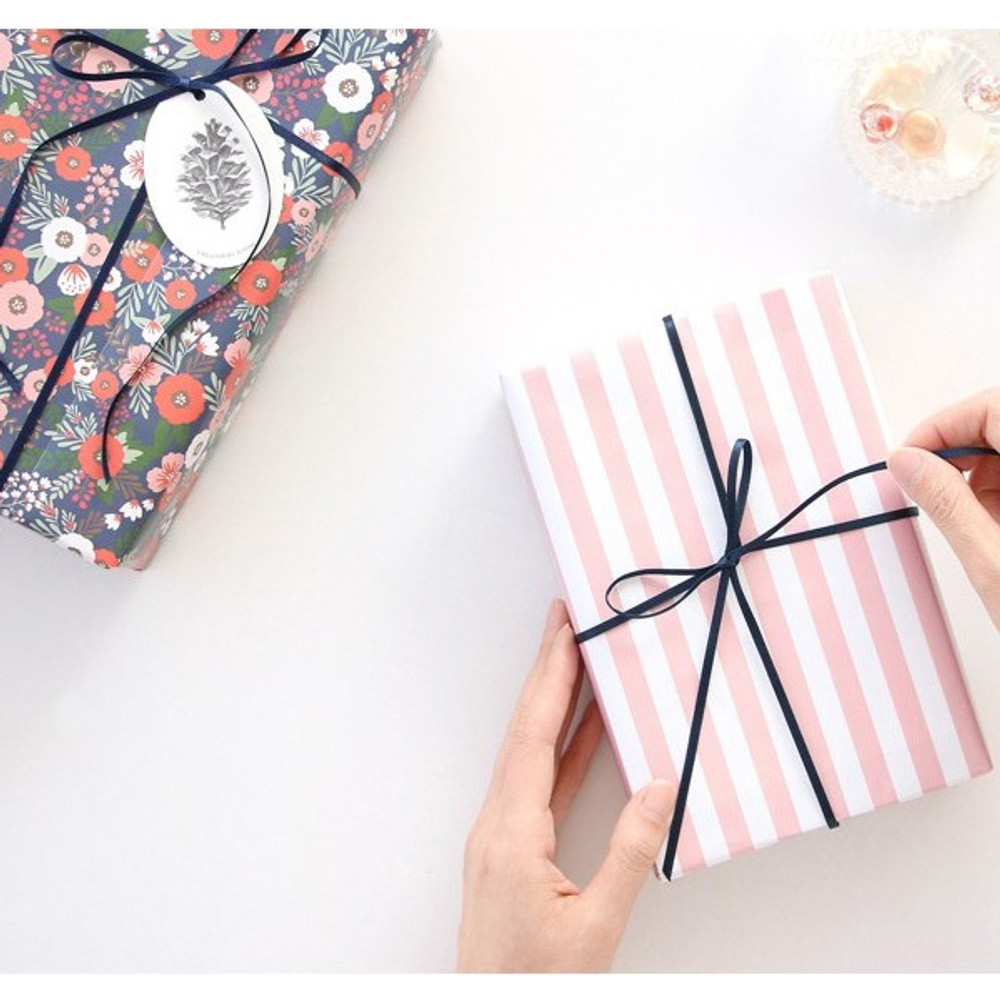 3m string - ICONIC From my heart cute gift wrapping paper set