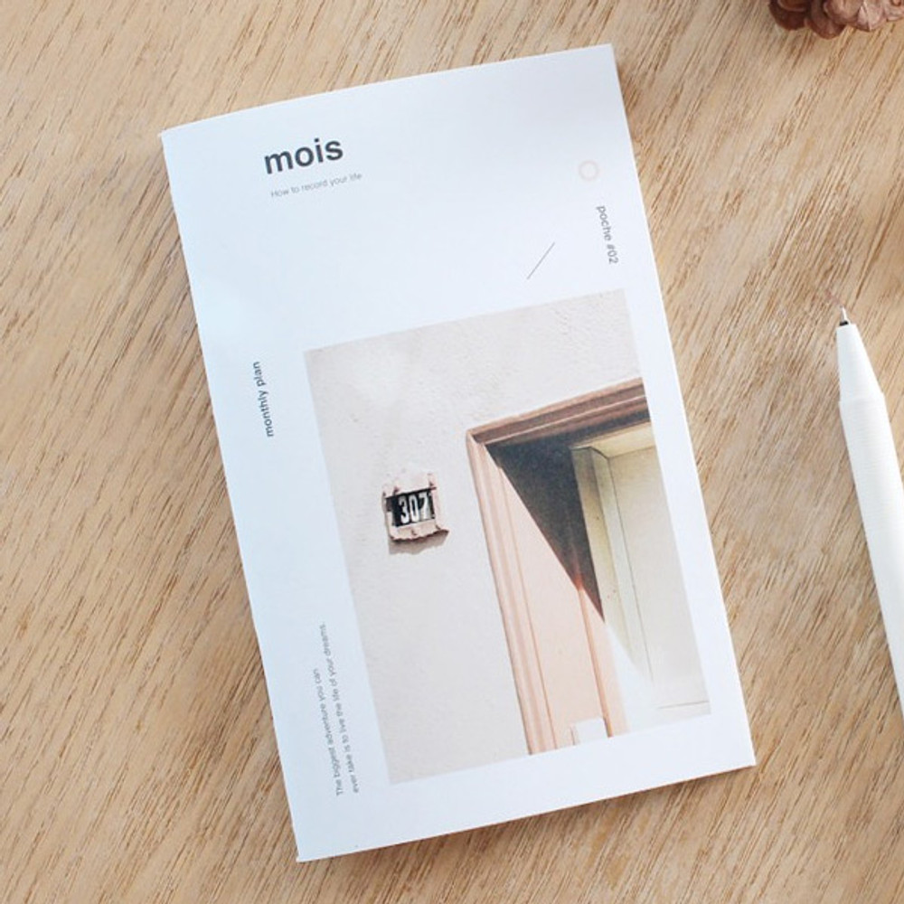 Poche mois undated monthly planner