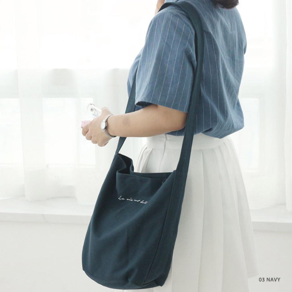 03 Navy - La vie est belle canvas fabric shoulder bag