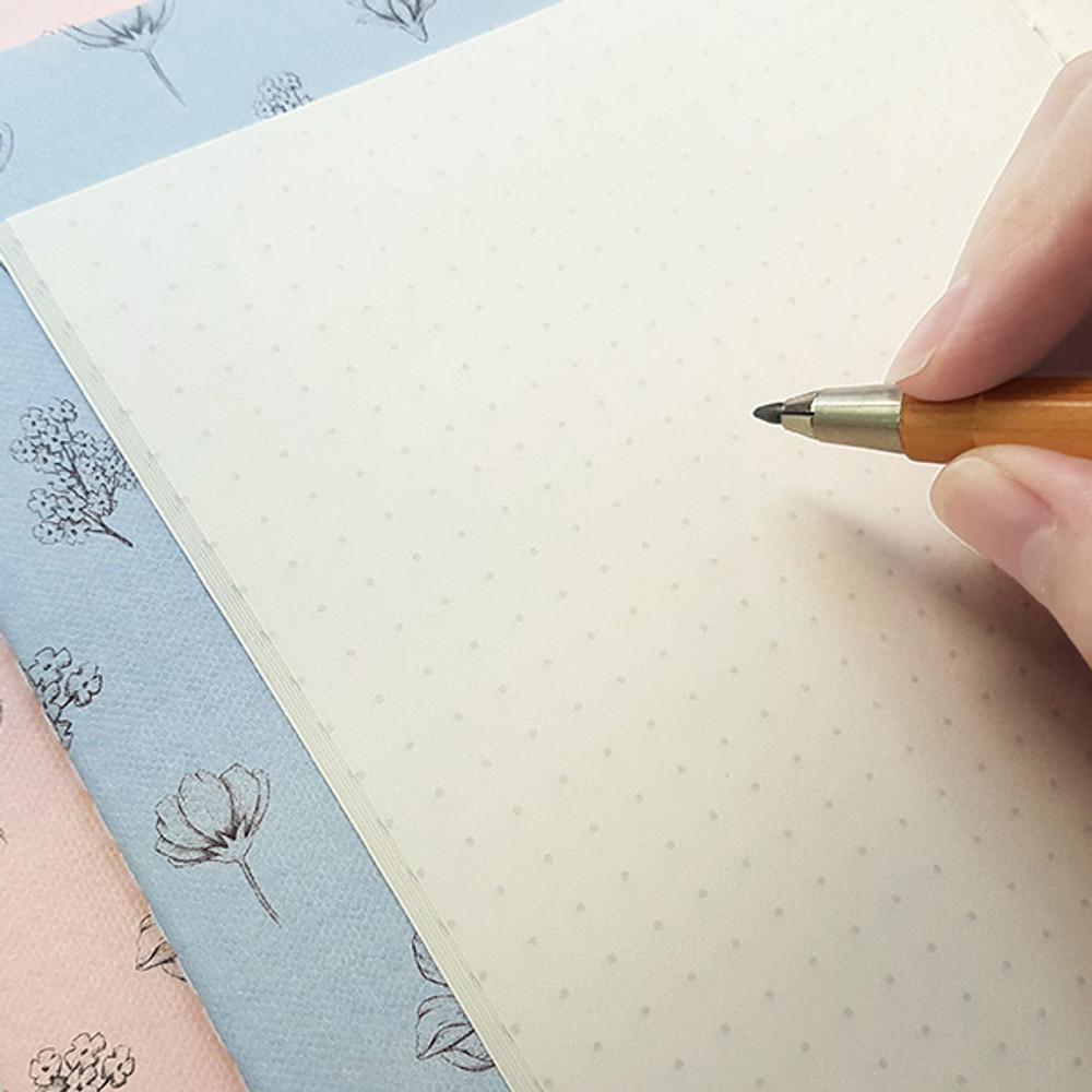 O-check Le cahier floral medium dot grid notebook