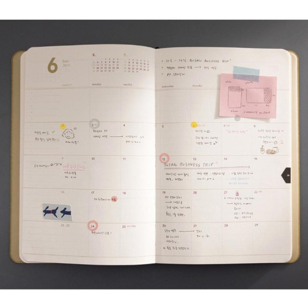 Monthly plan - 2019 Slim and sensible medium dated weekly planner