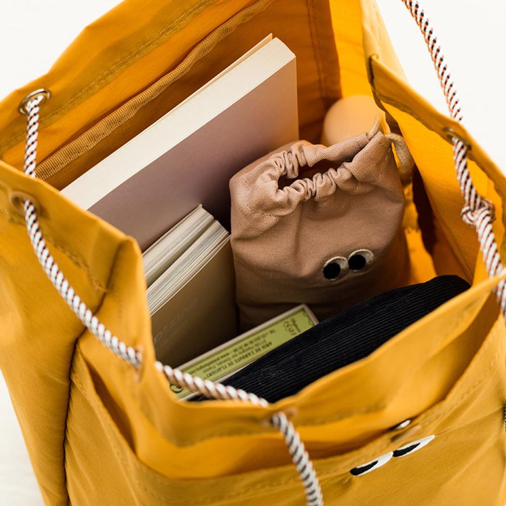 Detail of Som Som durable taslan bucket shoulder bag