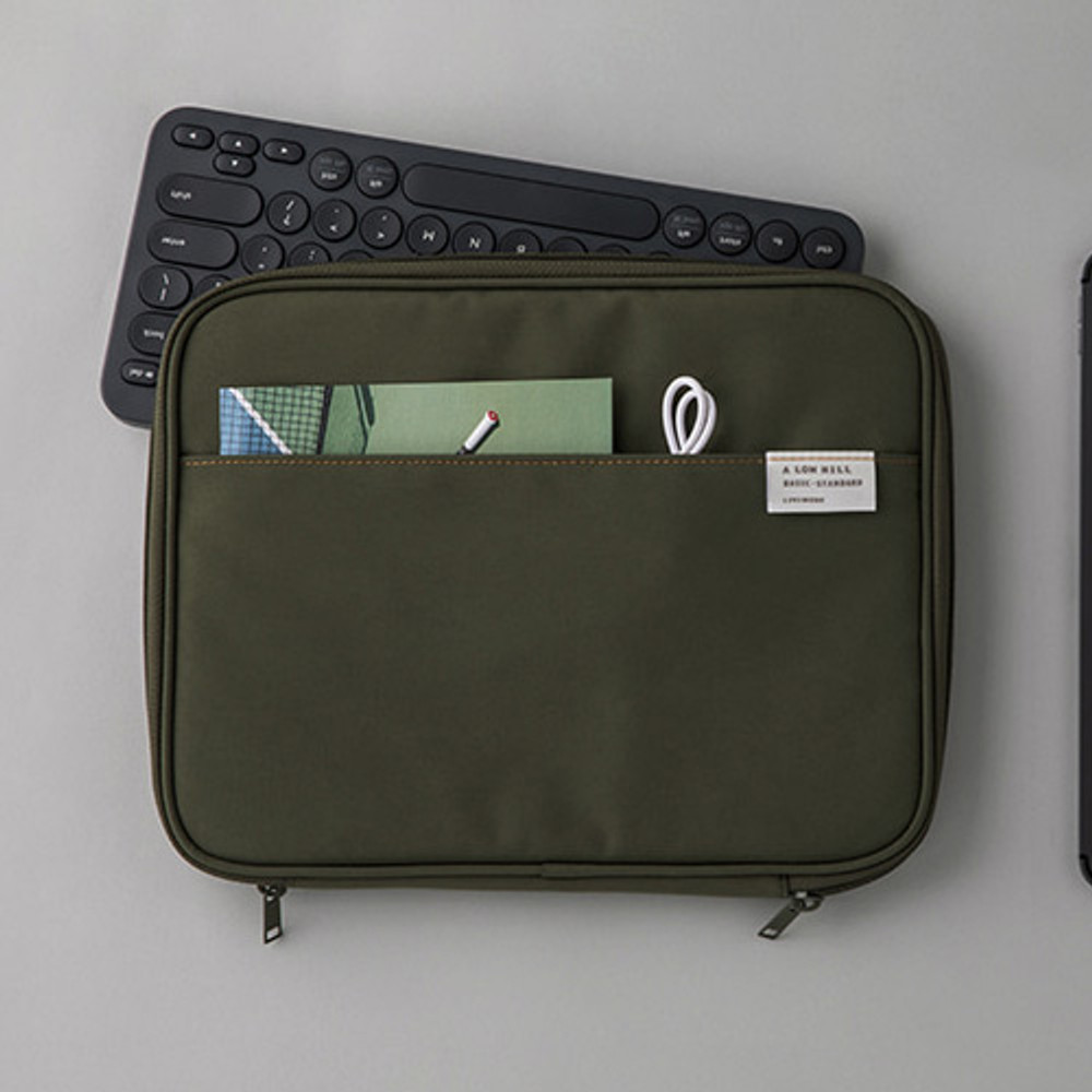 Livework A low hill basic pocket tablet iPad zip pouch ver5