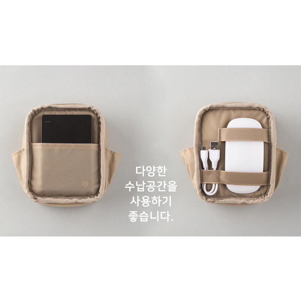 Composition - A low hill basic pocket cable zipper pouch case ver5