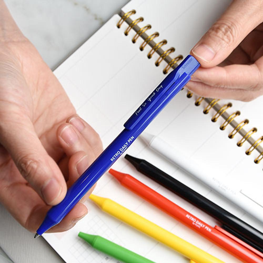 knock retractable - Play obje Retro daily 1mm black ballpoint pen