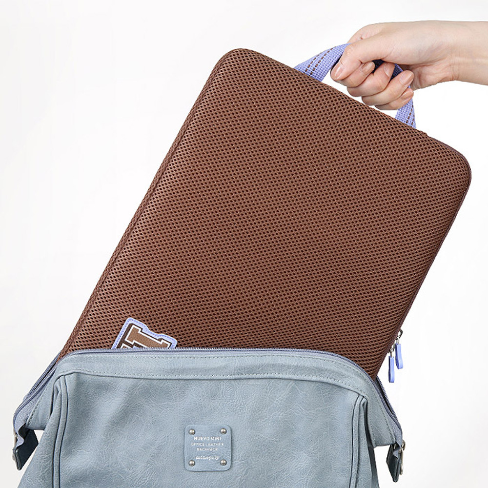 Example of use - Monopoly Airmesh 15 inches laptop case pouch bag