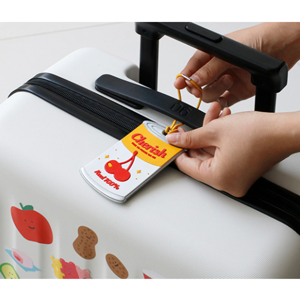 Example of use - After The Rain Cherry can travel luggage name tag