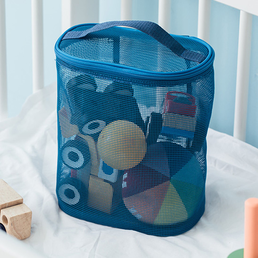 Example of use - Livework A low hill spa mesh travel zipper tote bag