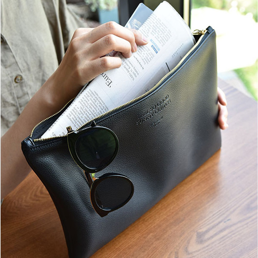 Play Obje Feel so good clutch bag with glasses pocket