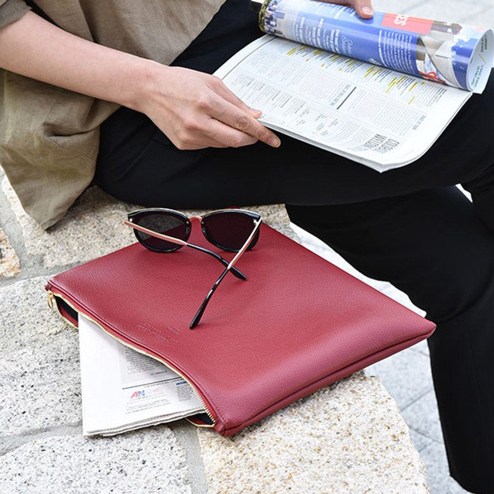 Burgundy - Play Obje Feel so good clutch bag with glasses pocket