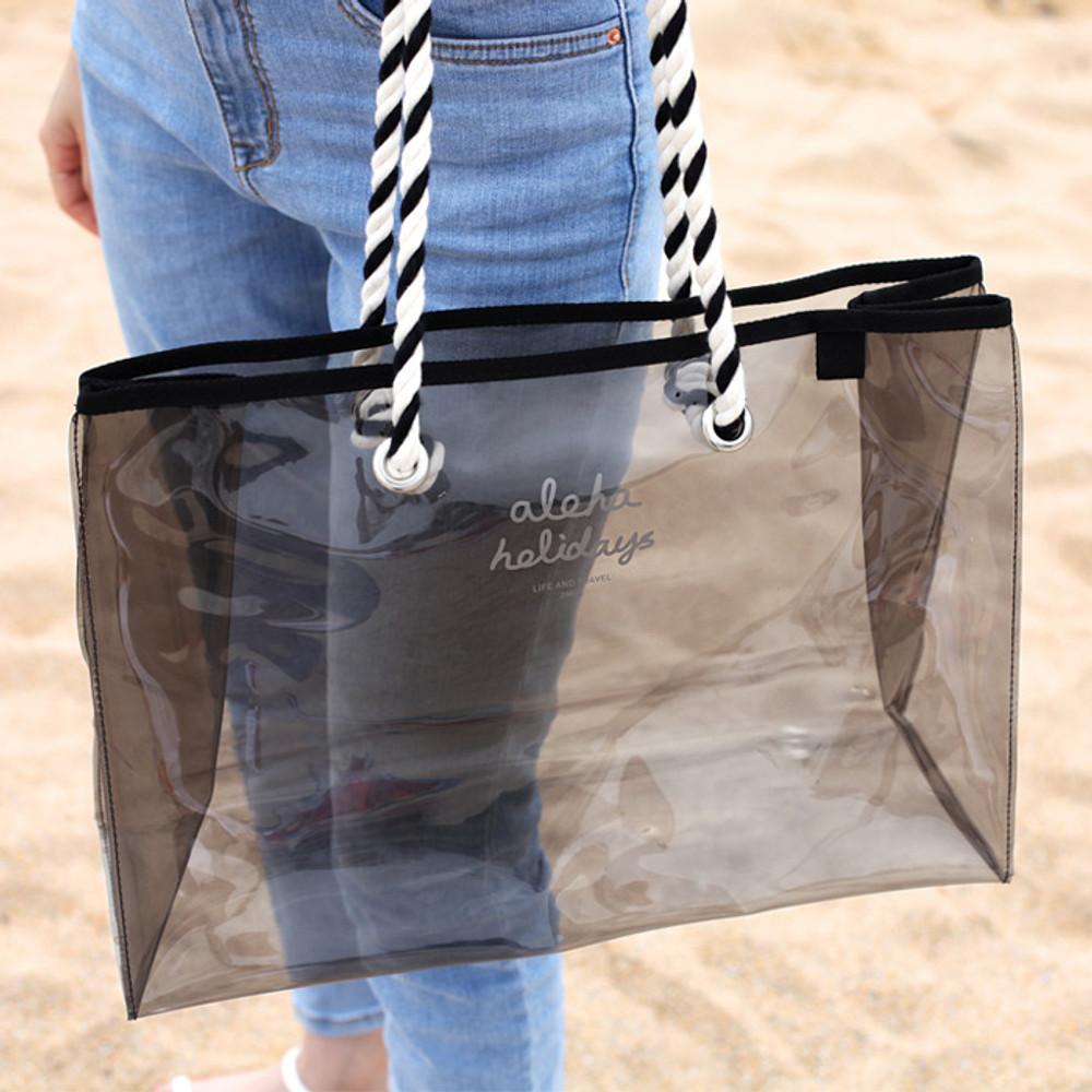 Example of use - 2NUL Aloha holidays black beach shoulder bag