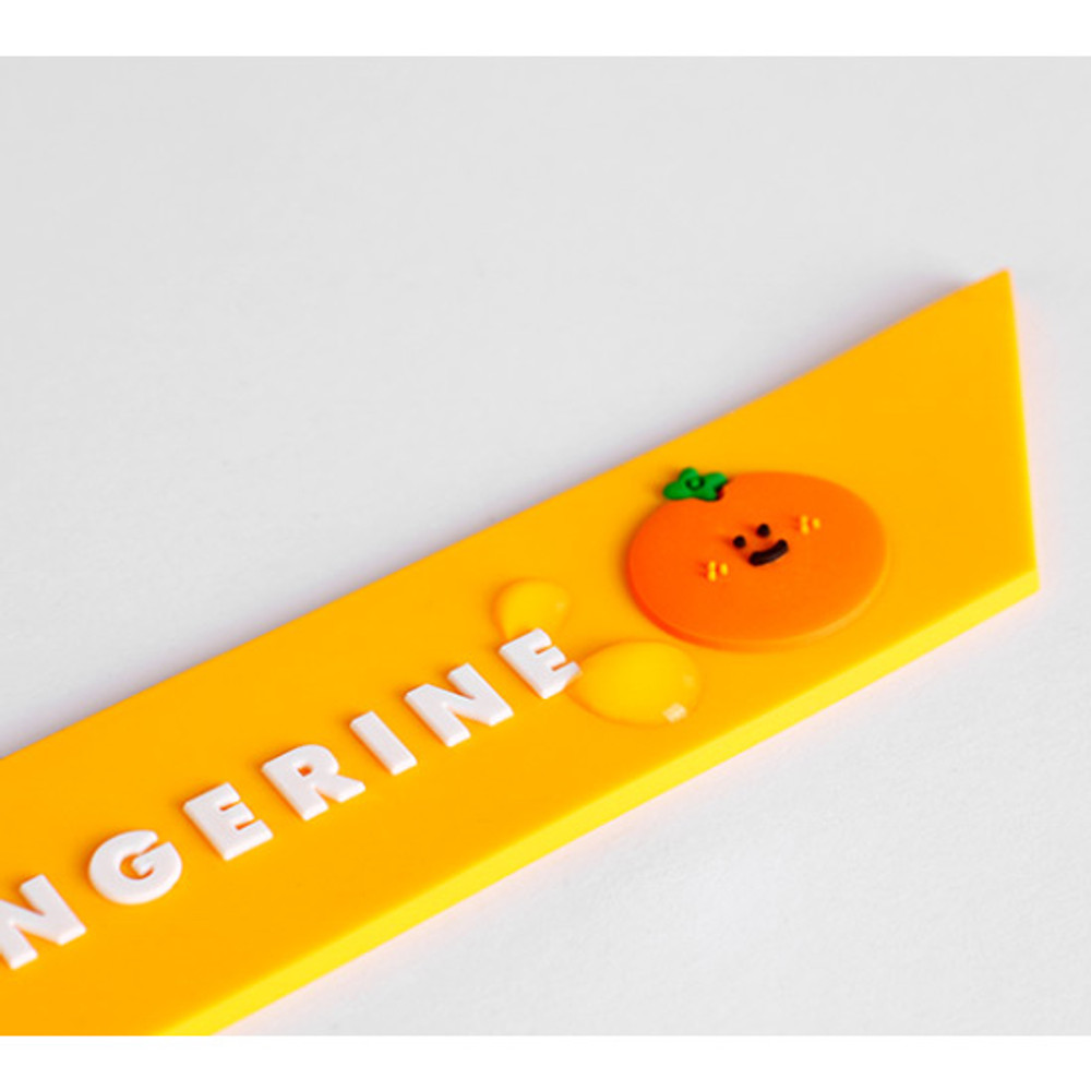 Detail of Be on D 90s coolkids party travel luggage name tag