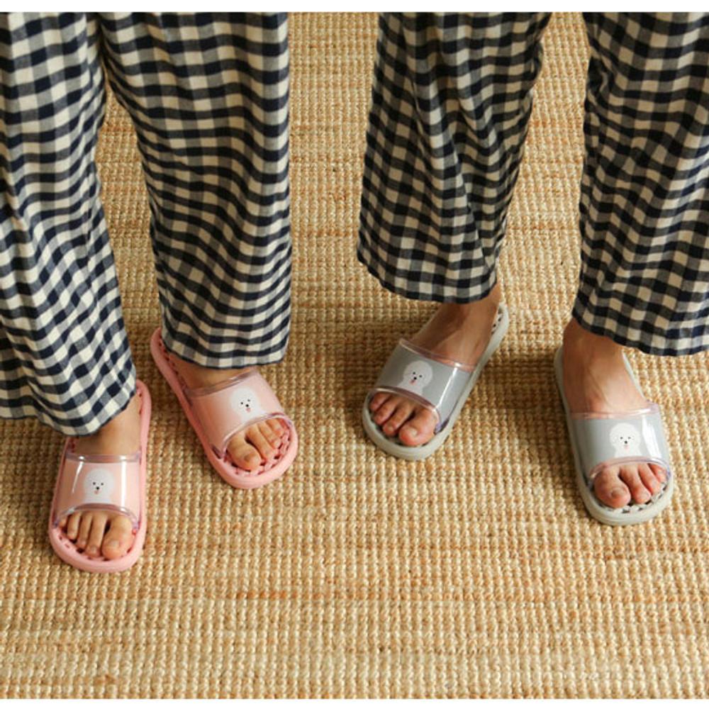 Example of use - Dailylike Bichon Frise non slip bath shower slippers