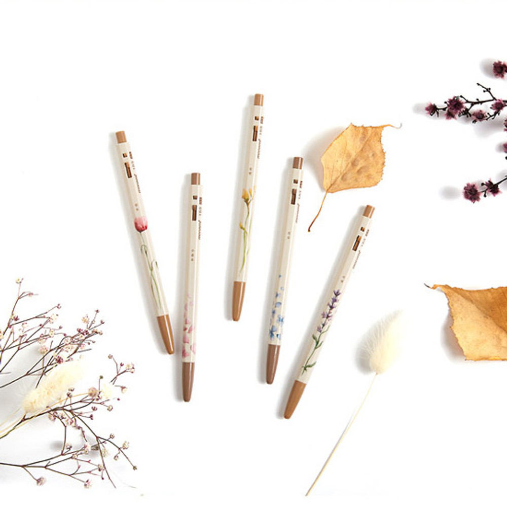 Example of use - MONAMI 153 flower knock retractable ballpoint pen set