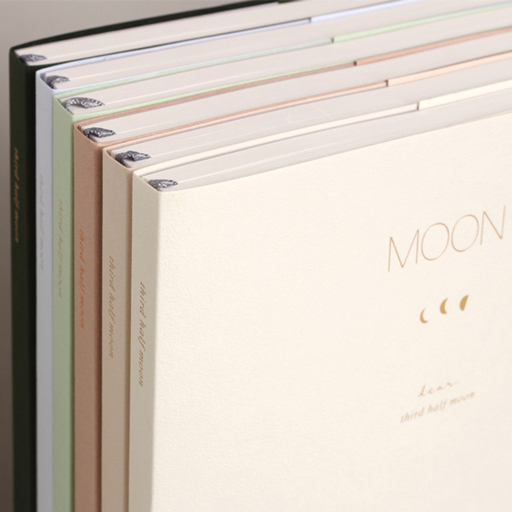 Dash and Dot 2020 Moon large dated weekly diary ver7