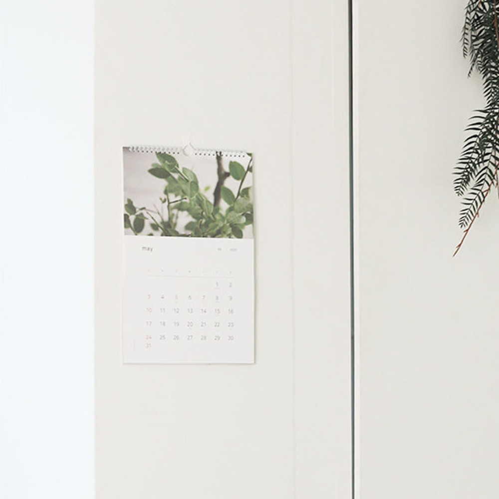 Usage example - Dash and Dot 2020 Slow life monthly wall calendar