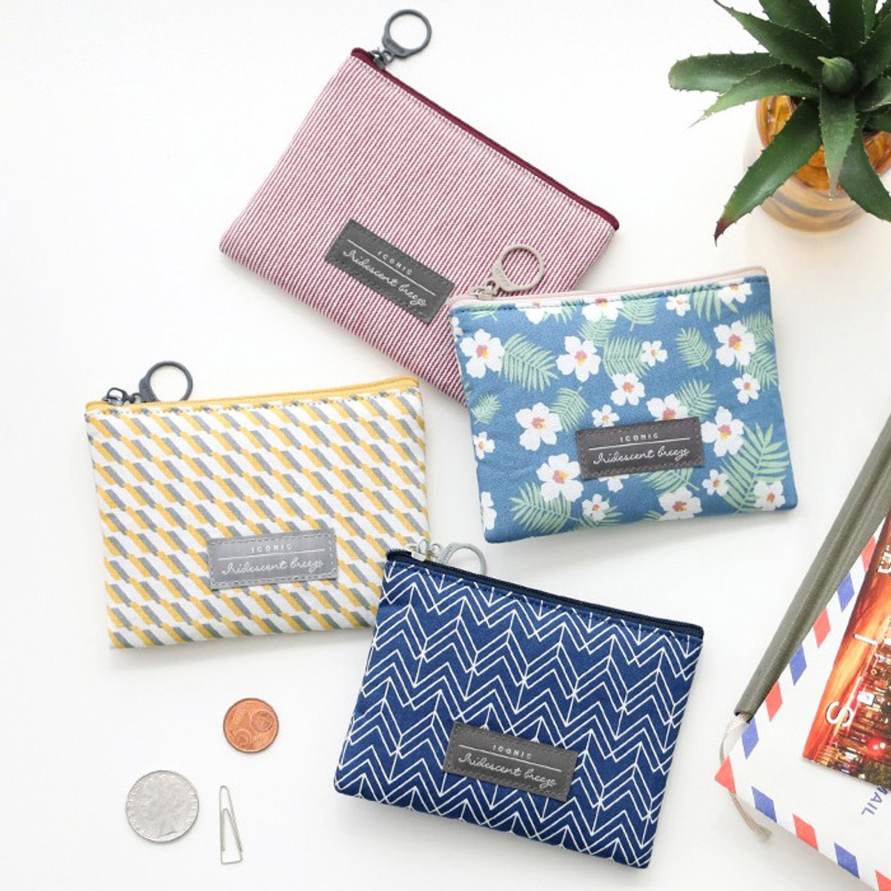 Iconic Comely pattern mini flat zipper pouch - fallindesign.com 1bb3cff7d48a6