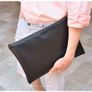 Classy black - Play Obje Feel so good clutch bag with glasses pocket