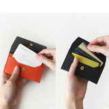 Holds up to 15 name cards or 4 ~ 6 credit cards