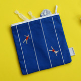 Example of use - Dailylike Embroidery rectangle fabric zipper pouch - Swimming