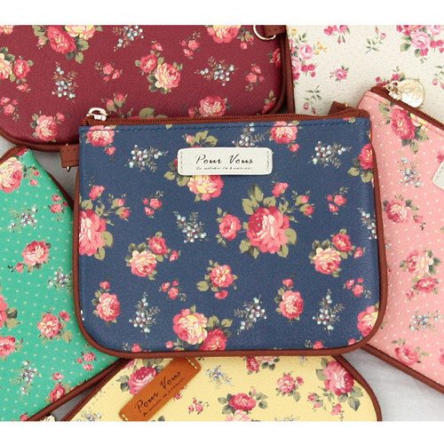 Pour vous flower pattern clutch bag small