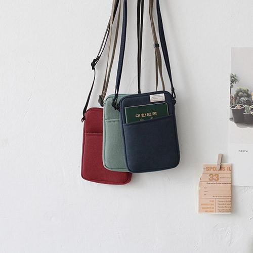 A low hill basic standard pocket crossbody bag