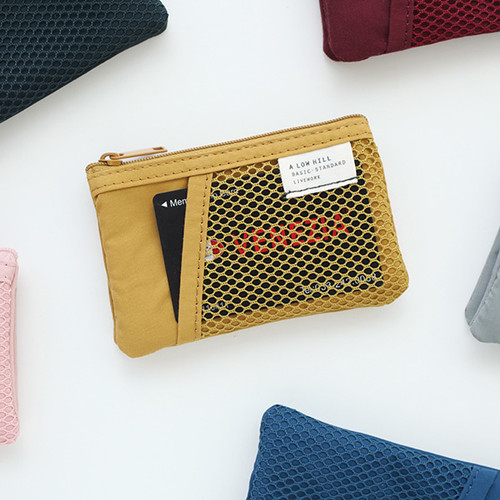 A low hill basic mesh pocket small pouch