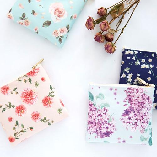 Blossom pattern medium zipper flat pouch