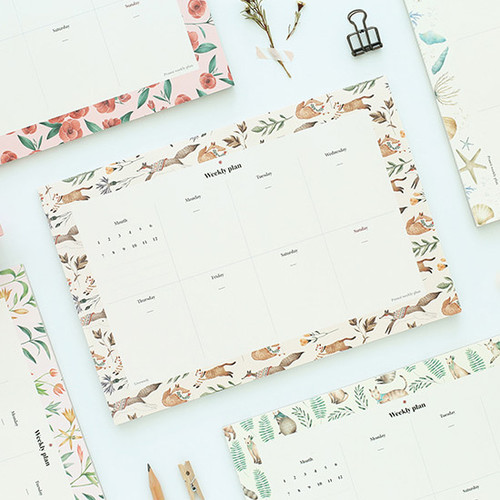 Prust pattern undated weekly desk planner