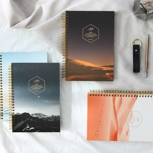 Wanna This Arte natural undated weekly diary planner