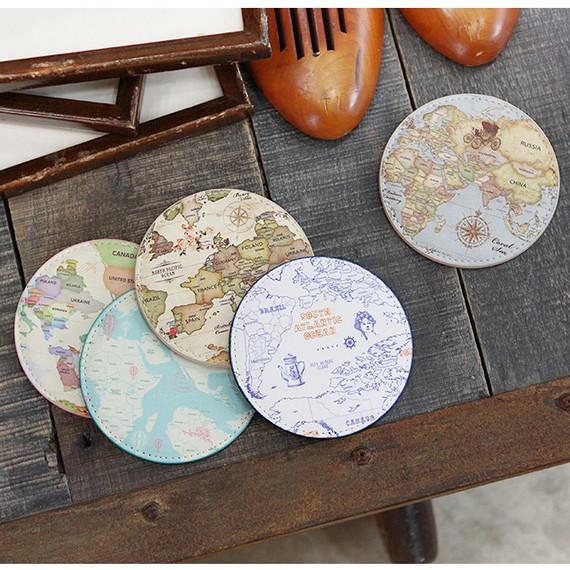 World map pattern round handy mirror