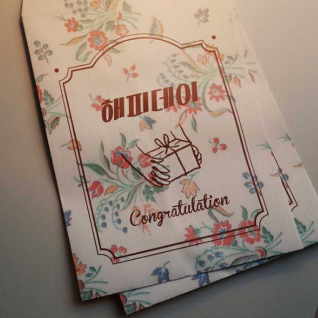 UNIVERSAL CONDITION Happy day paper gift bag set