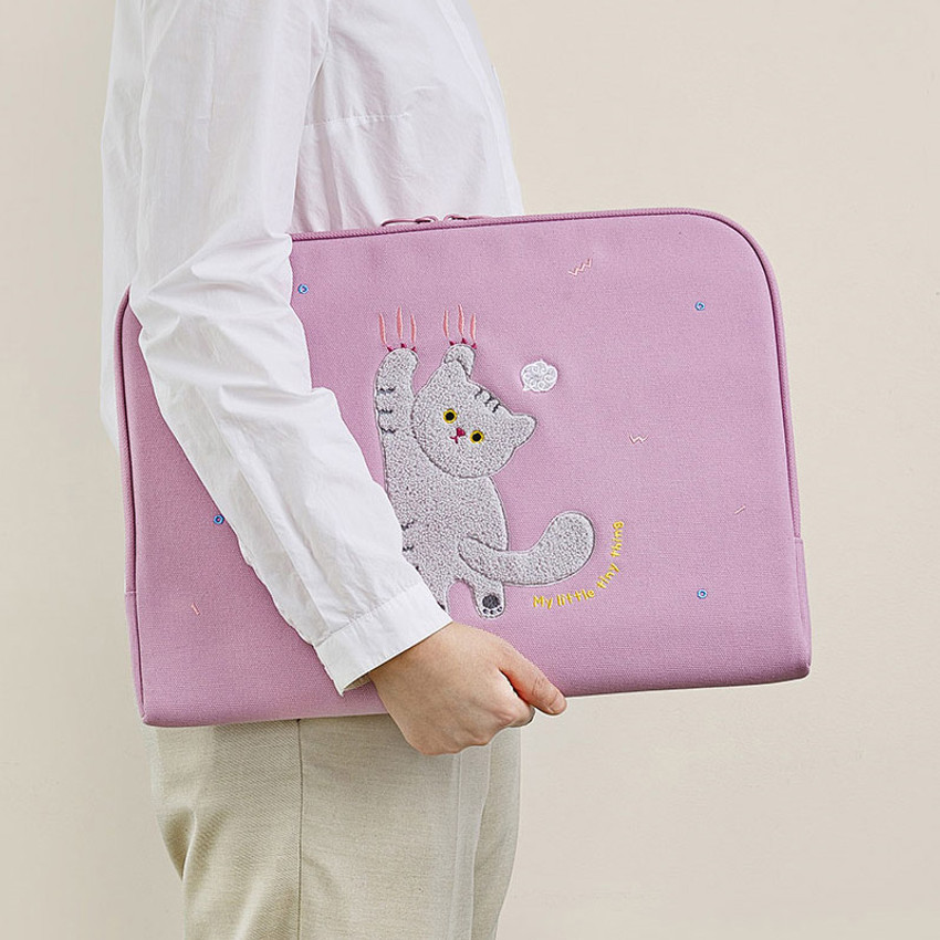 Usage example - Milk cat boucle canvas iPad laptop sleeve pouch case