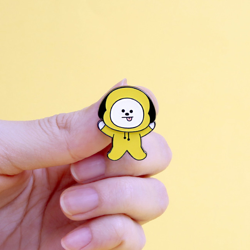 BT21 Swing pin badge