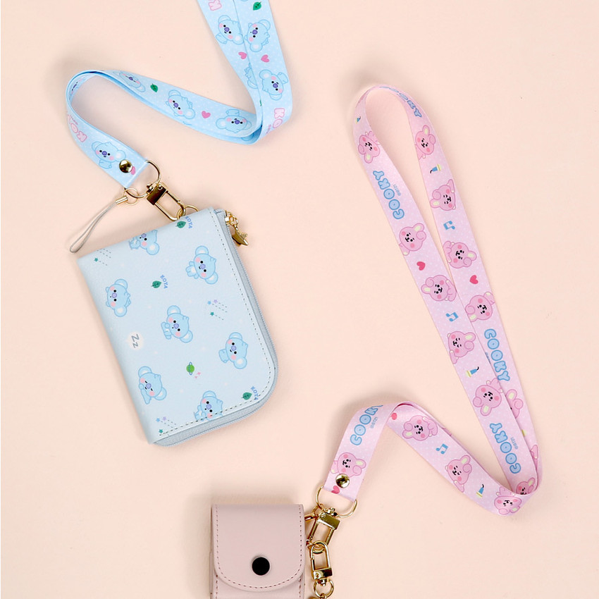 Usage example - BT21 Baby neck strap