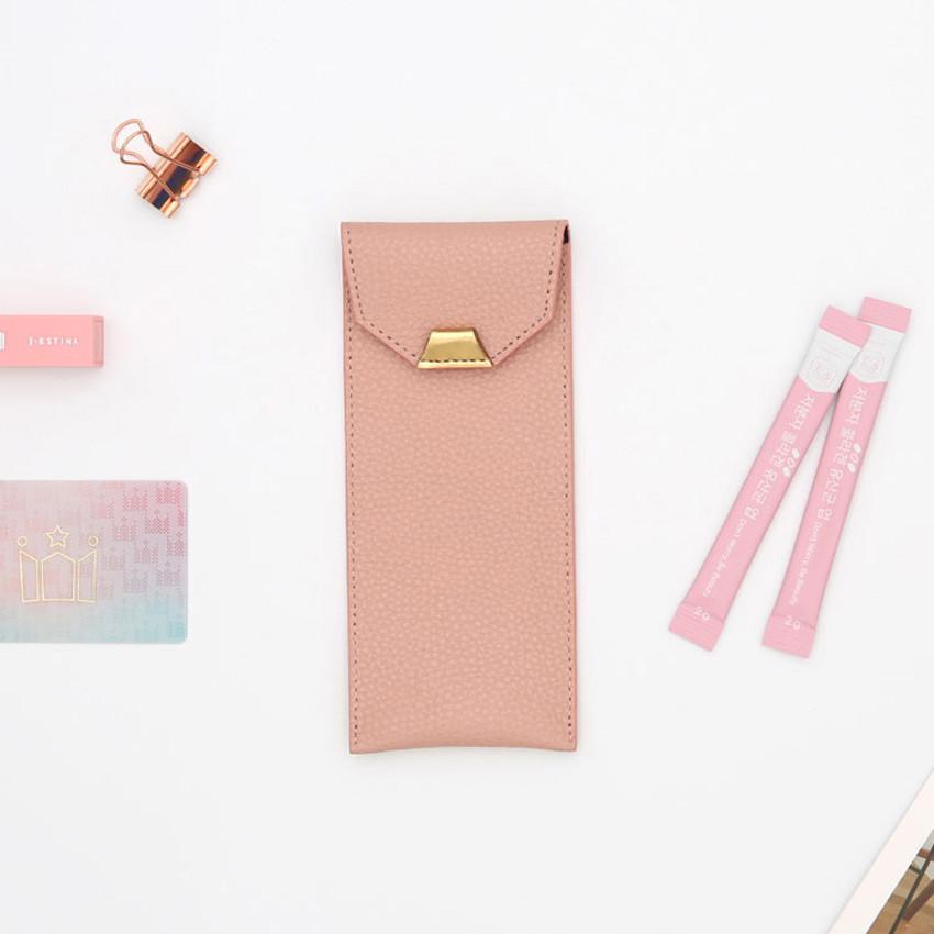 Usage example - loiloi PU coated cow leather flat pencil case