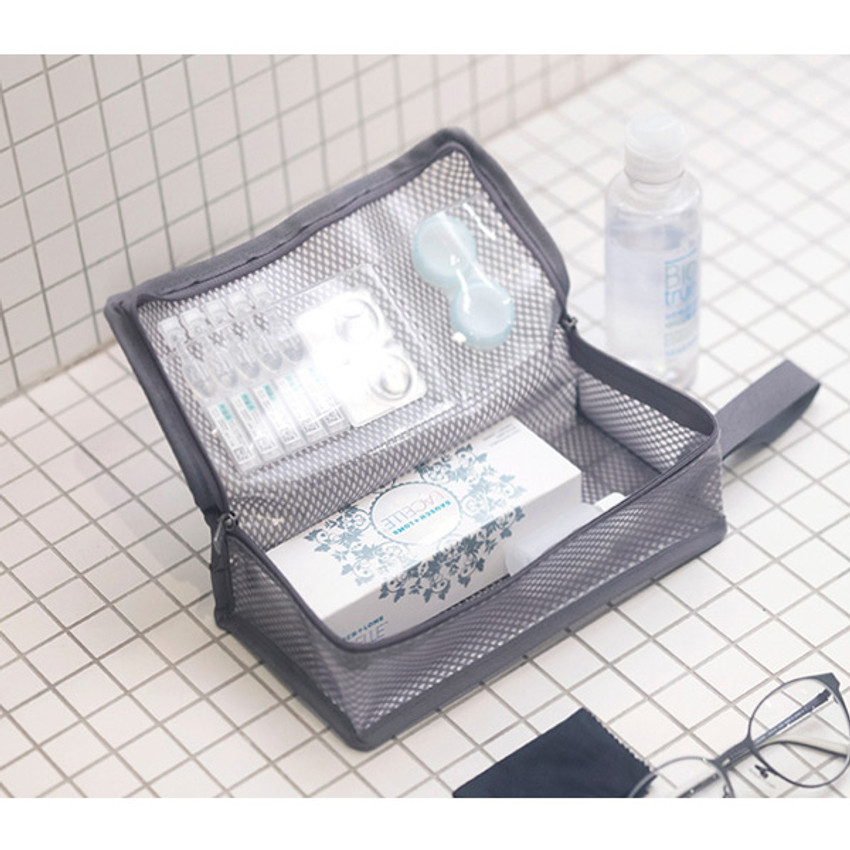 Usage example - Byfulldesign Travelus cube long coated mesh pouch