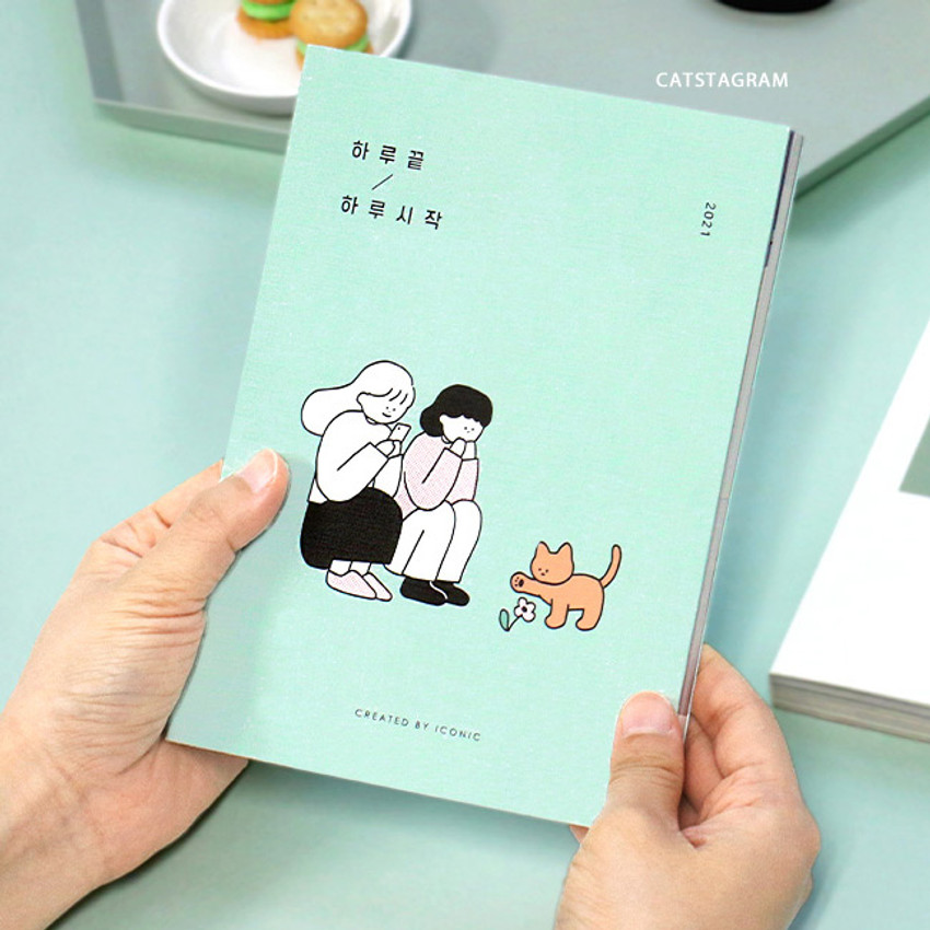 Catstagram - Iconic 2021 End-And dated weekly diary planner