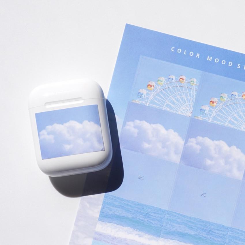 Usage example - Meri Film Blue color mood sticker