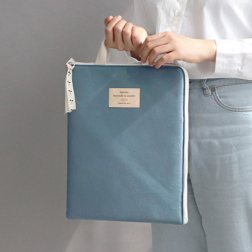Usage example - ICONIC Cottony A4 laptop notebook zipper sleeve case