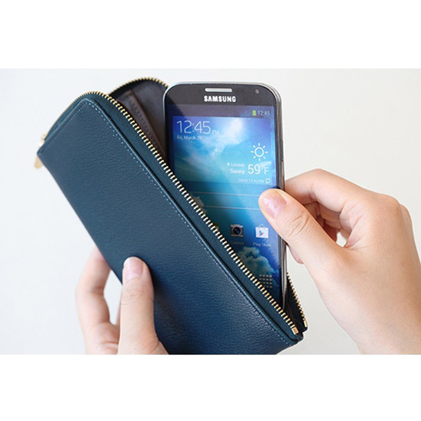 Hold up to Galaxy S4 smartphone