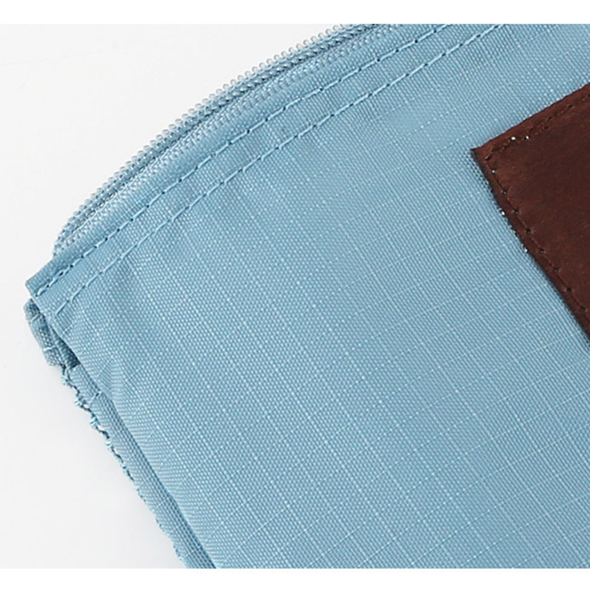 Detail view of Travel mesh small zipper pouch ver.2