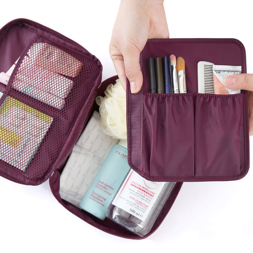 Detachable divider with pockets