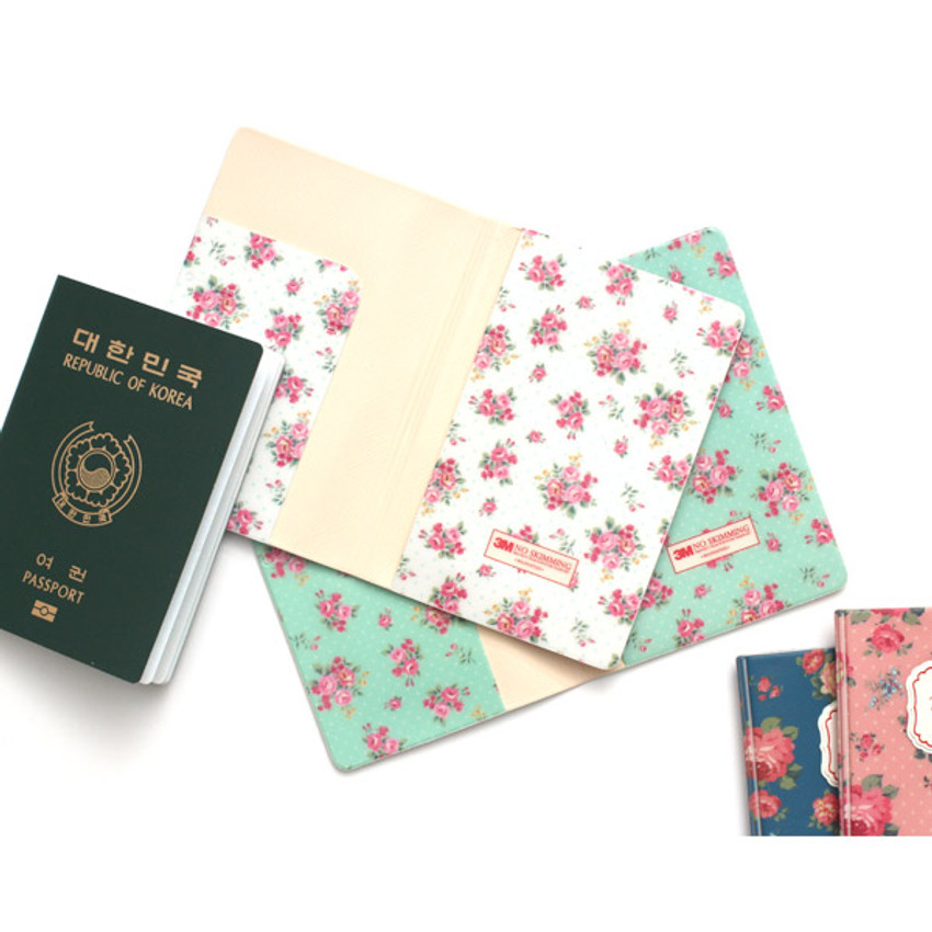 Inside of Pour vous flower pattern passport cover