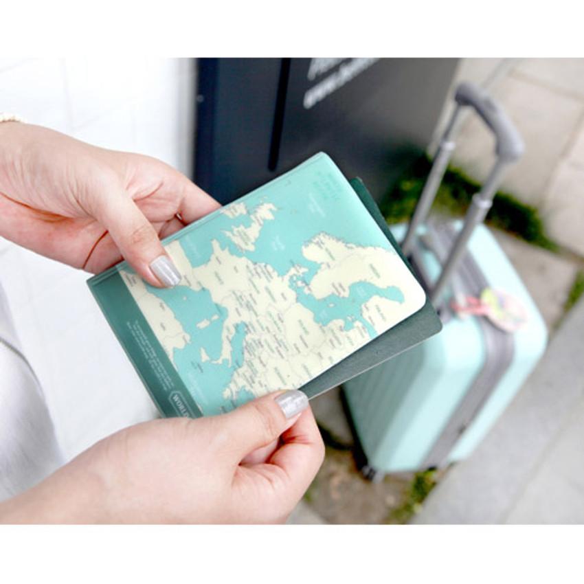 Mint - World map passport cover case