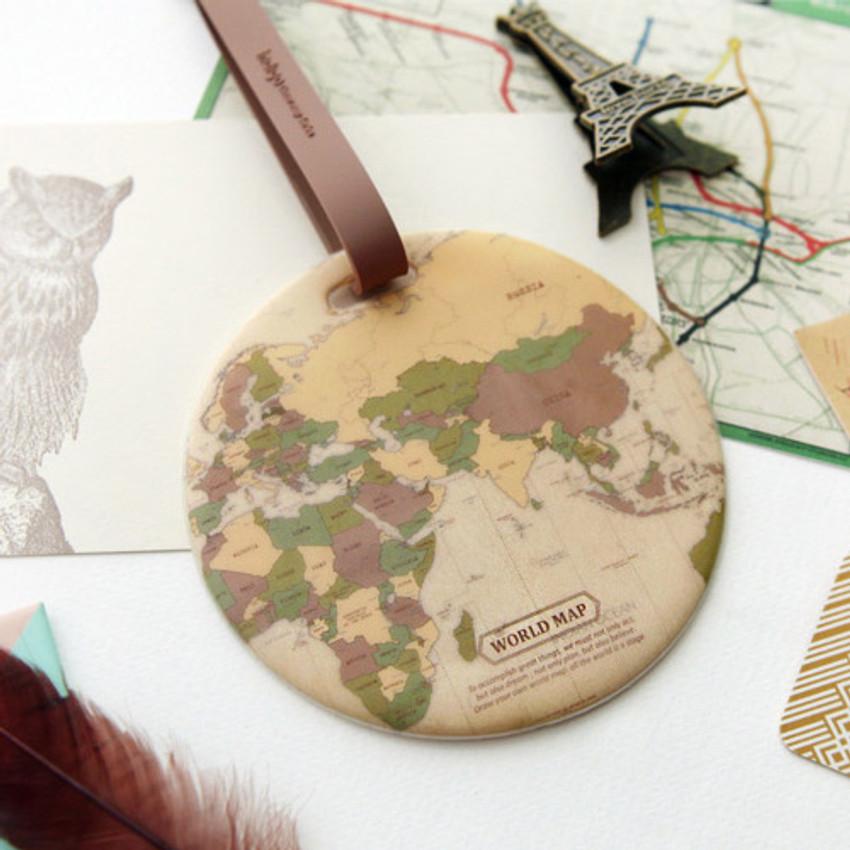 Vintage - World map travel luggage name tag